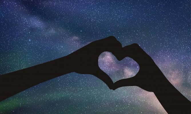 «Στα φιλικά μπαίνουν τα καλύτερα γκολ» – ποια ζώδια ερωτεύονται τον φίλο τους;