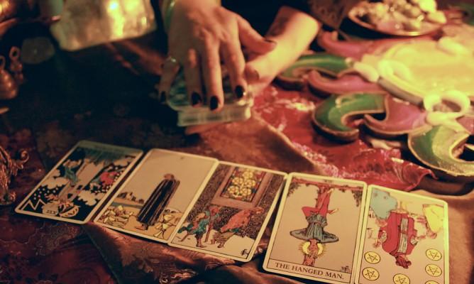Προβλέψεις Ταρώ: Τι λένε οι κάρτες για τον μήνα Δεκέμβριο