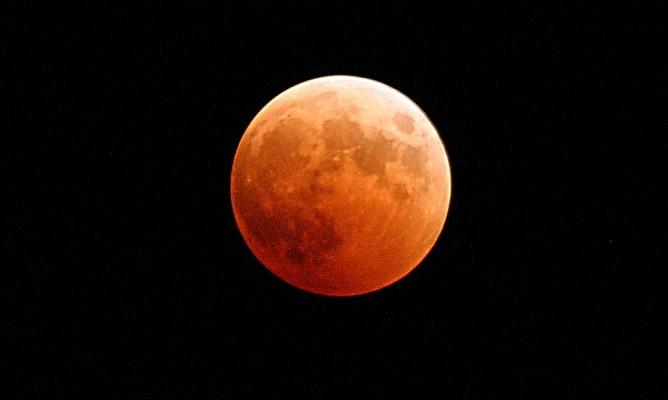 Παύσεις Σελήνης Φεβρουαρίου: Τι να προσέχετε στη διάρκεια τους