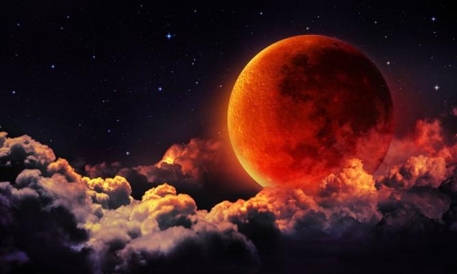 Παύσεις Σελήνης Ιουλίου: Πώς μας επηρεάζουν